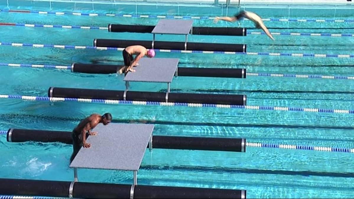 Sotilasviisiottelijat MM-kisojen uintiesteillä