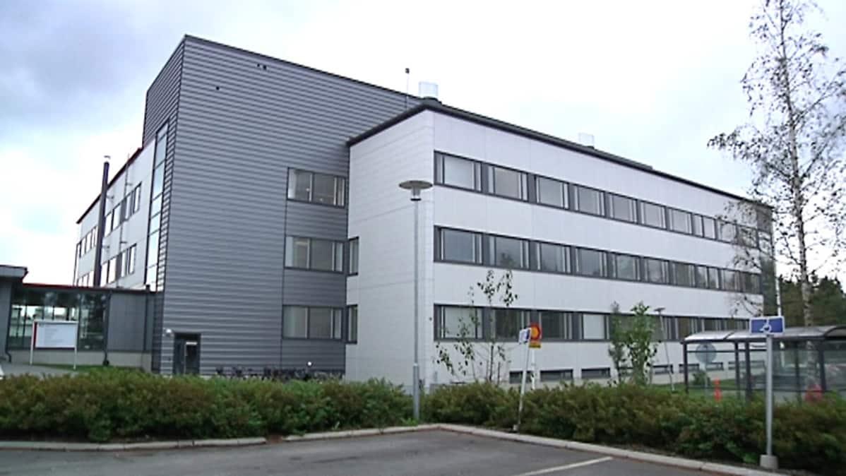 Kuvassa psykiatrian yksikkö Kokkolassa, Keski-Pohjanmaan keskussairaalan tontilla