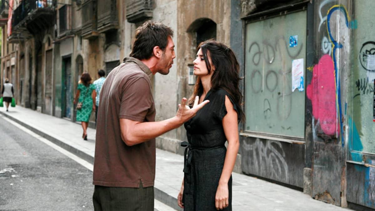 Javier Bardem ja Penélope Cruz elokuvassa Vicky Cristina Barcelona.