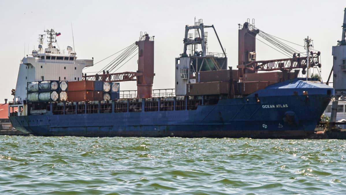 Ocean Atlas -laiva Maracaibon satamassa.