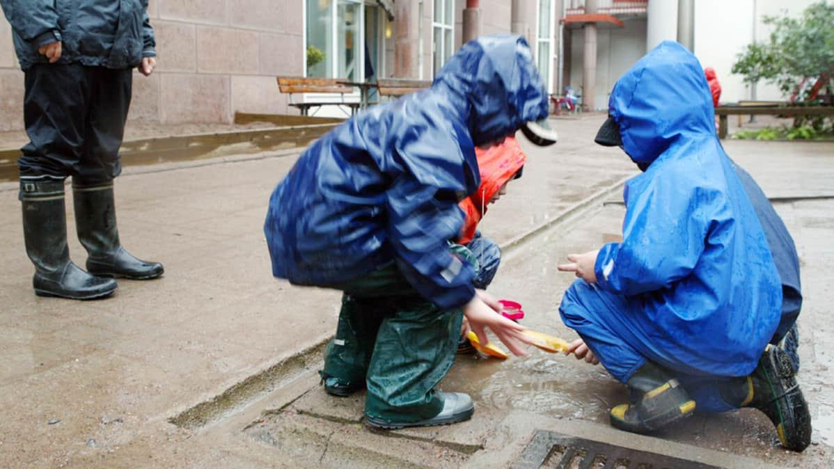 super halpa lenkkitossut valtava inventaario Sadeasujen läpi sataa ja ropisee   Yle Uutiset   yle.fi