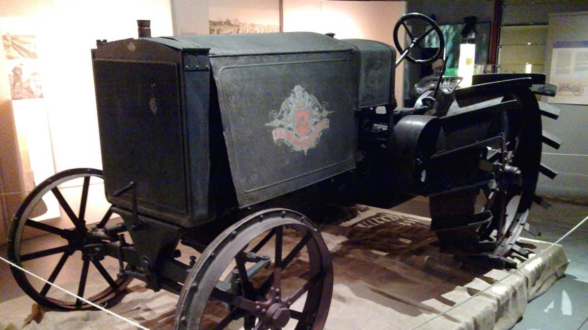 Kullervo oli ensimmäinen suomalaisvalmisteinen traktori.