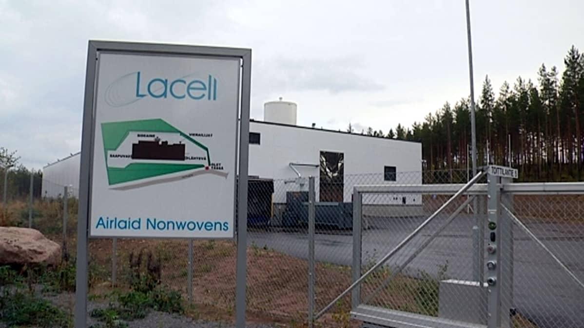 Lacellin konkurssiin mennyt tehdas Iitissä.