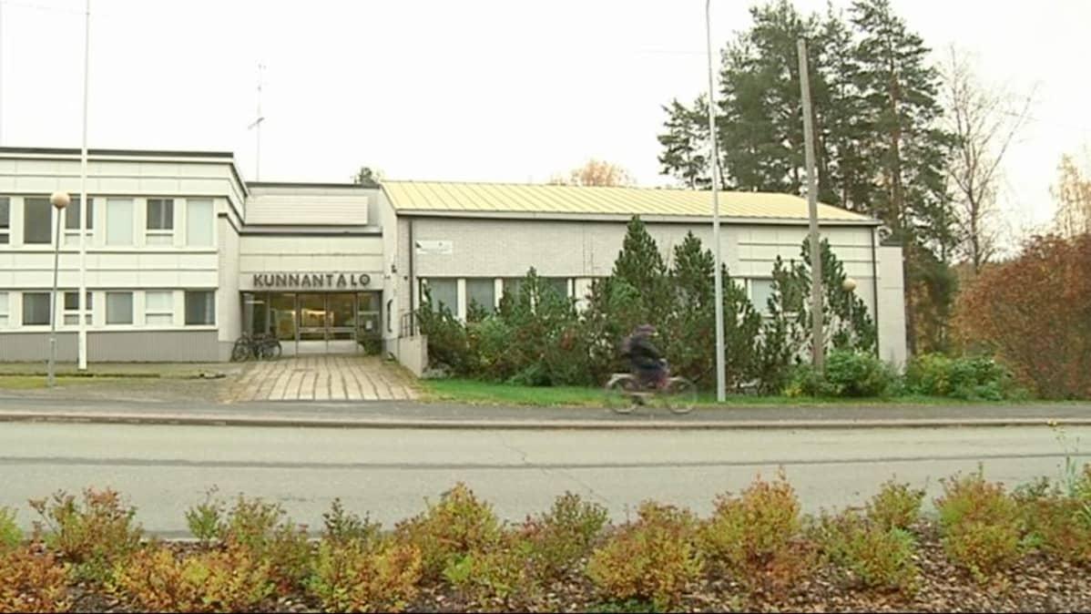 Pyhäselän entinen kunnantalo on nykyisin Joensuun palvelupiste.
