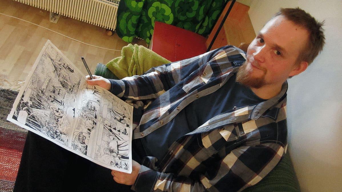 Alavieskalainen sarjakuvapiirtäjä Tuomas Myllylä.