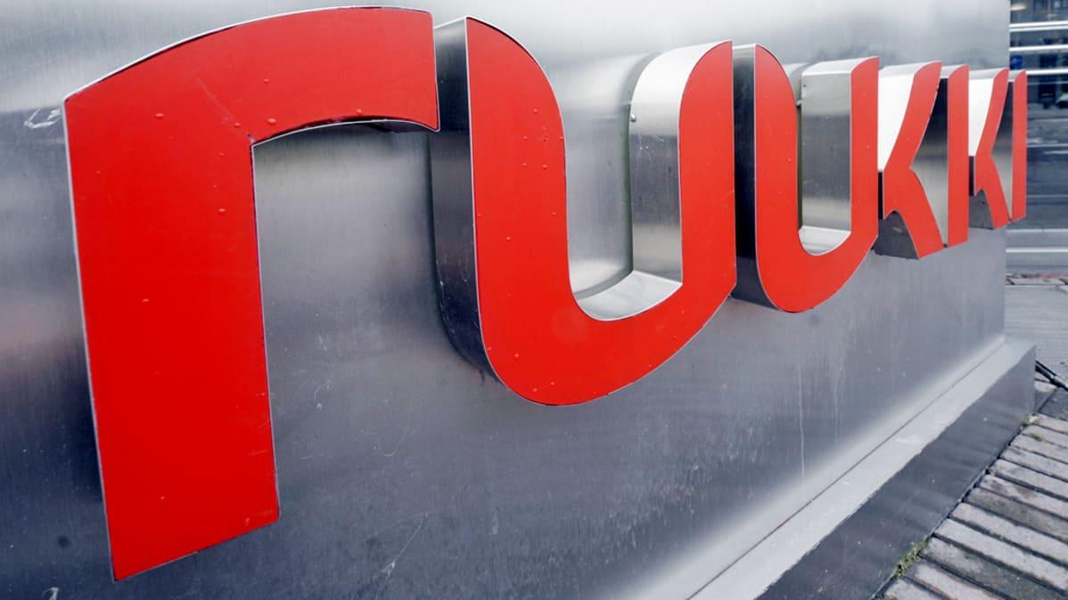 Rautaruukin logo kuvattuna yhtiön pääkonttorin edustalla Helsingissä.