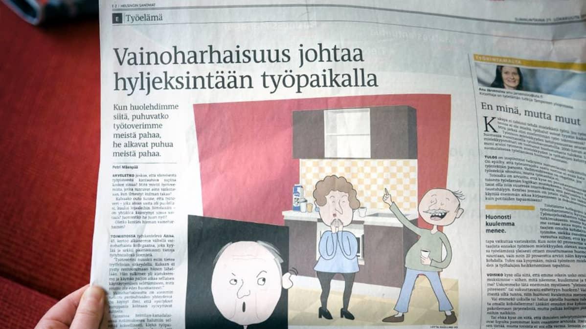 Someone holding Helsingin Sanomat's Työelämä supplement with the article.
