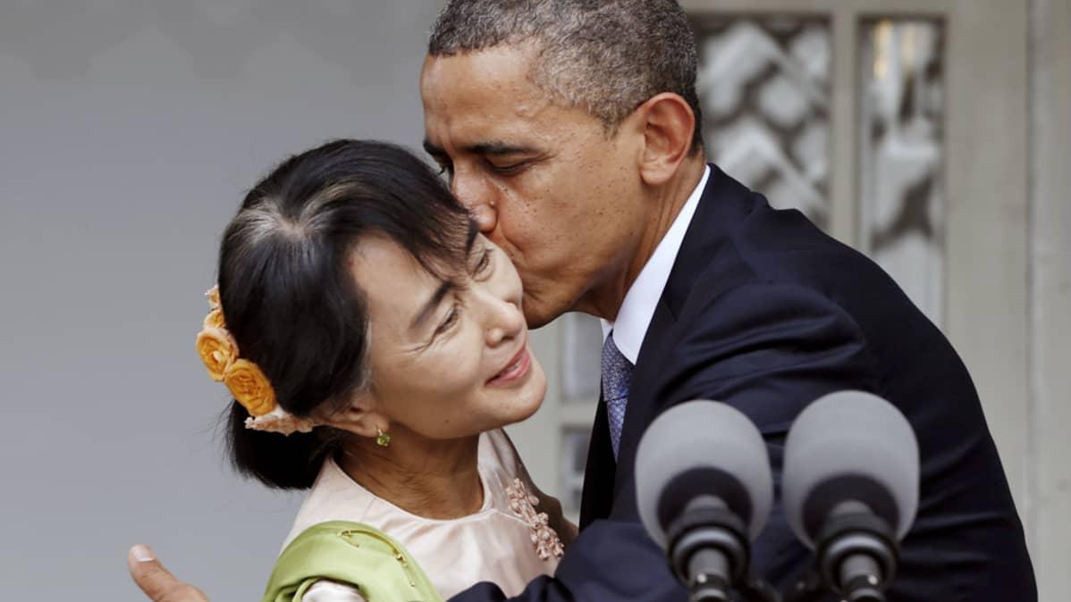 Barack Obama ja Aung San Suu Kyi tapaavat Myanmarin Yangossa.