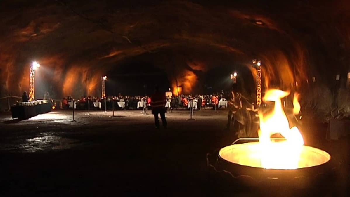 The Länsimetro tunnel opening was celebrated under the island of Koivusaari.