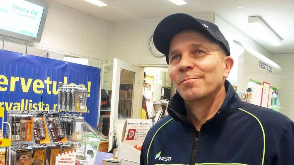 Rovaniemeläinen bensiinikauppias Pekka Pääkkö