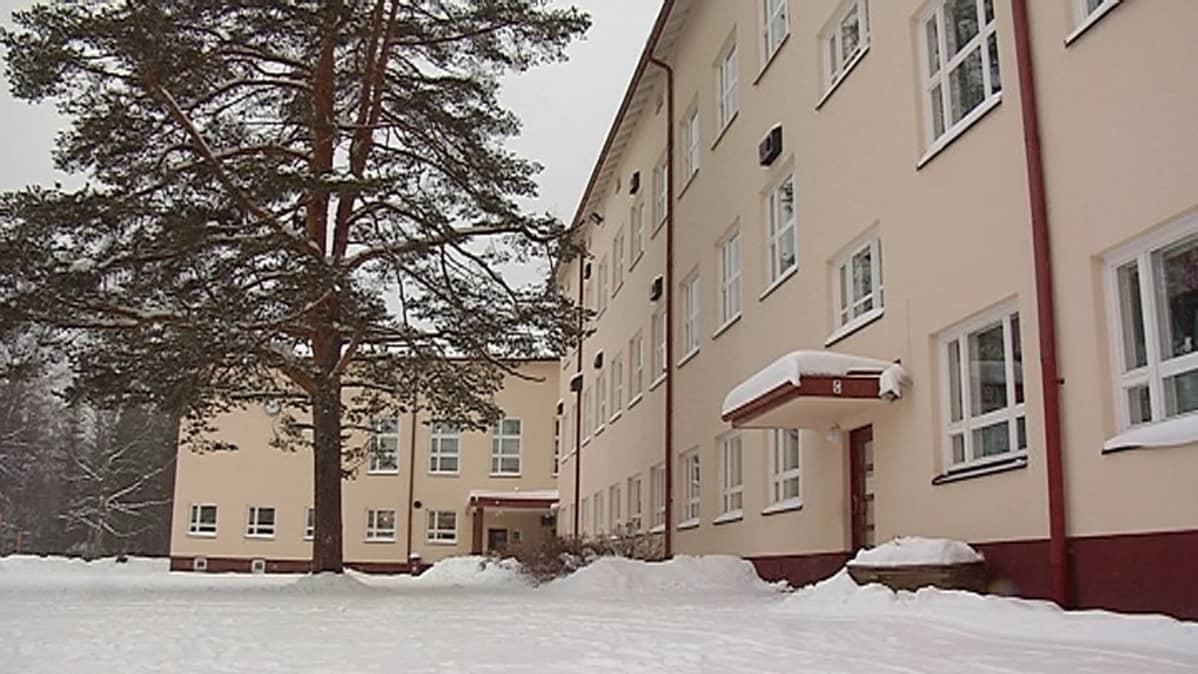 Länkipohjan koulu Jämsässä.