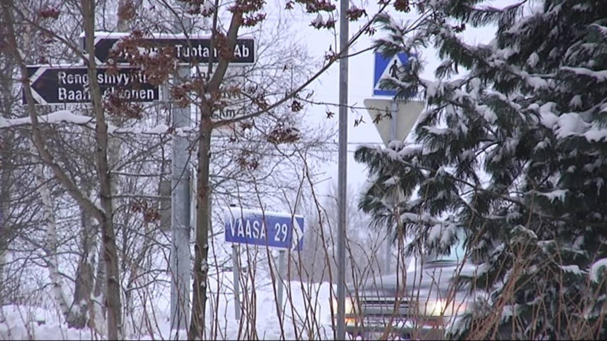 Vaasan tienviitta Vähänkyrön liikenneympyrässä.