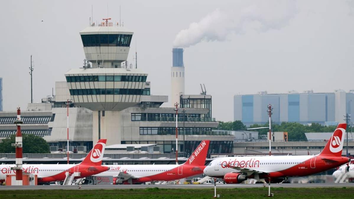 Air Berlinin koneita Tegelin lentokentällä Berliinissä.