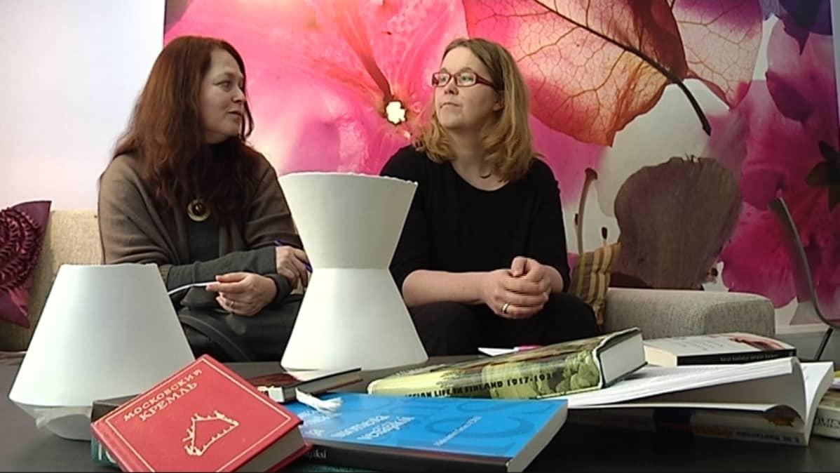 Eilina Gusatinsky ja Janna Puumalainen haluavat edistää venäjänkielisten asukkaiden vuorovaikutusta valtaväestön kanssa.