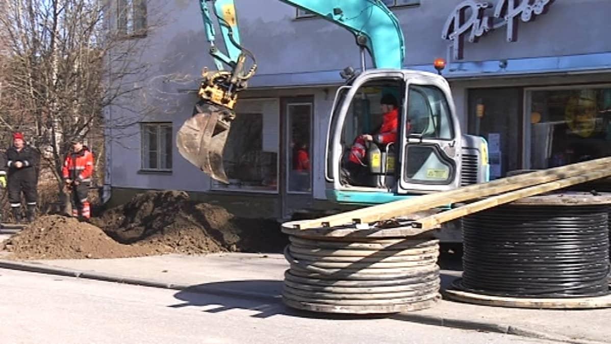 Kaapelivikaa etsittiin lauantaiaamuna Ilmajoella.