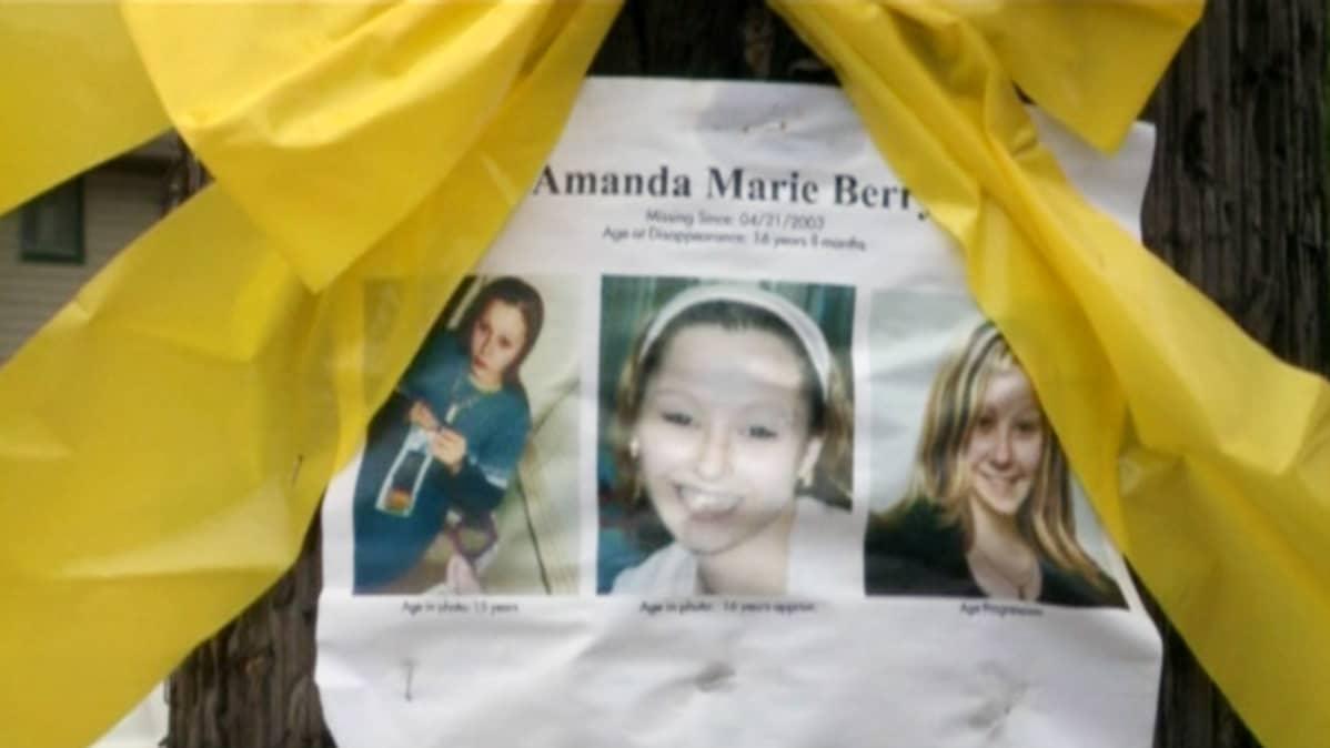 Katoamisilmoitus kymmenen vuotta sitten kadonneesta Amanda Berrystä.