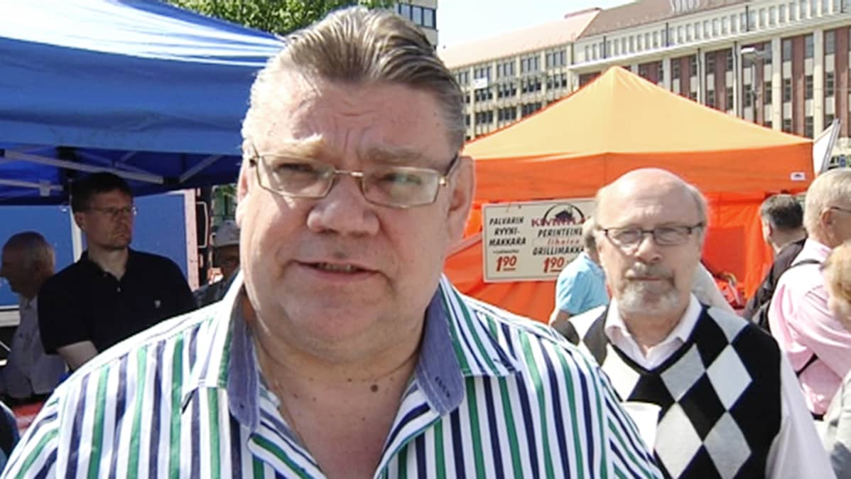 Timo Soini kommentoi ostamaansa etusivun ilmoitusta Helsingin Sanomissa 2. kesäkuuta 2013.