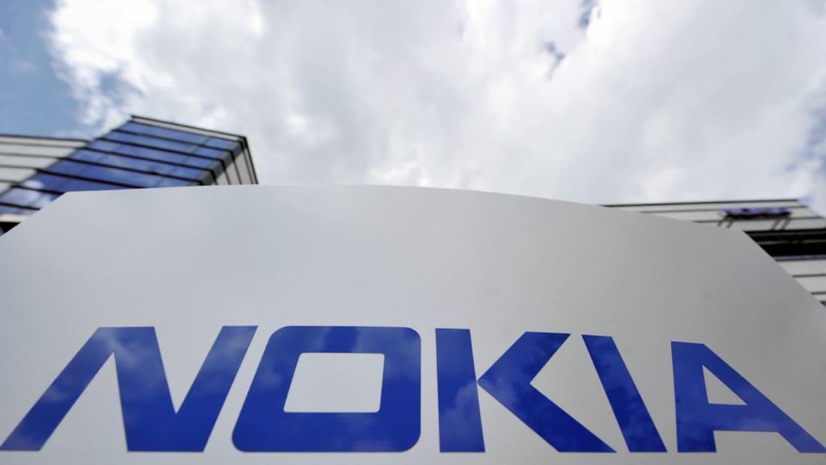 Nokian logo tutkimuskeskuksen edustalla Saksan Ulmissa.