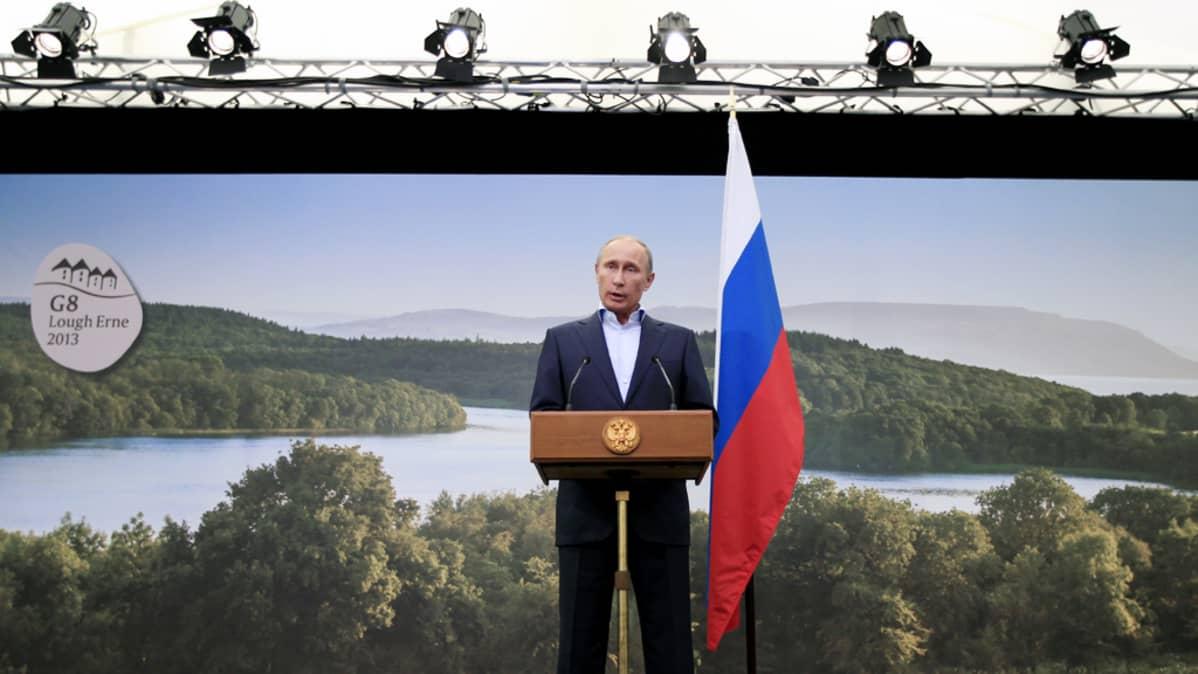 Vladimir Putin puhui G8-kokouksen tiedotustilaisuudessa Pohjois-Irlannissa tiistaina.