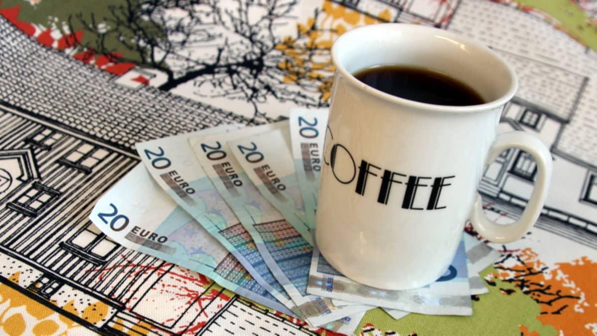 Kahvia ja rahaa.