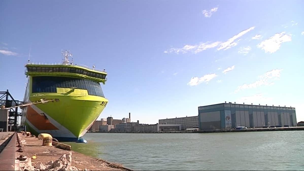 Tallink -laiva kinni Länsisataman laiturissa