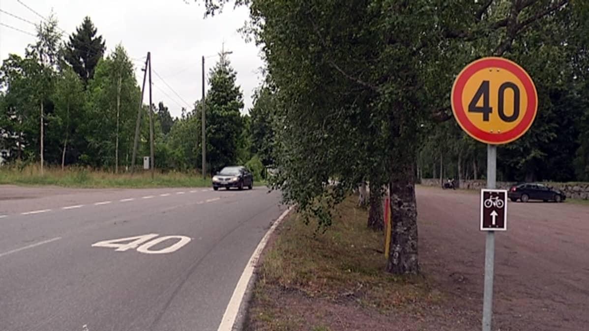 Paikallisten mukaan Iitin kirkonkylällä noudatetaan huonosti nopeusrajoituksia