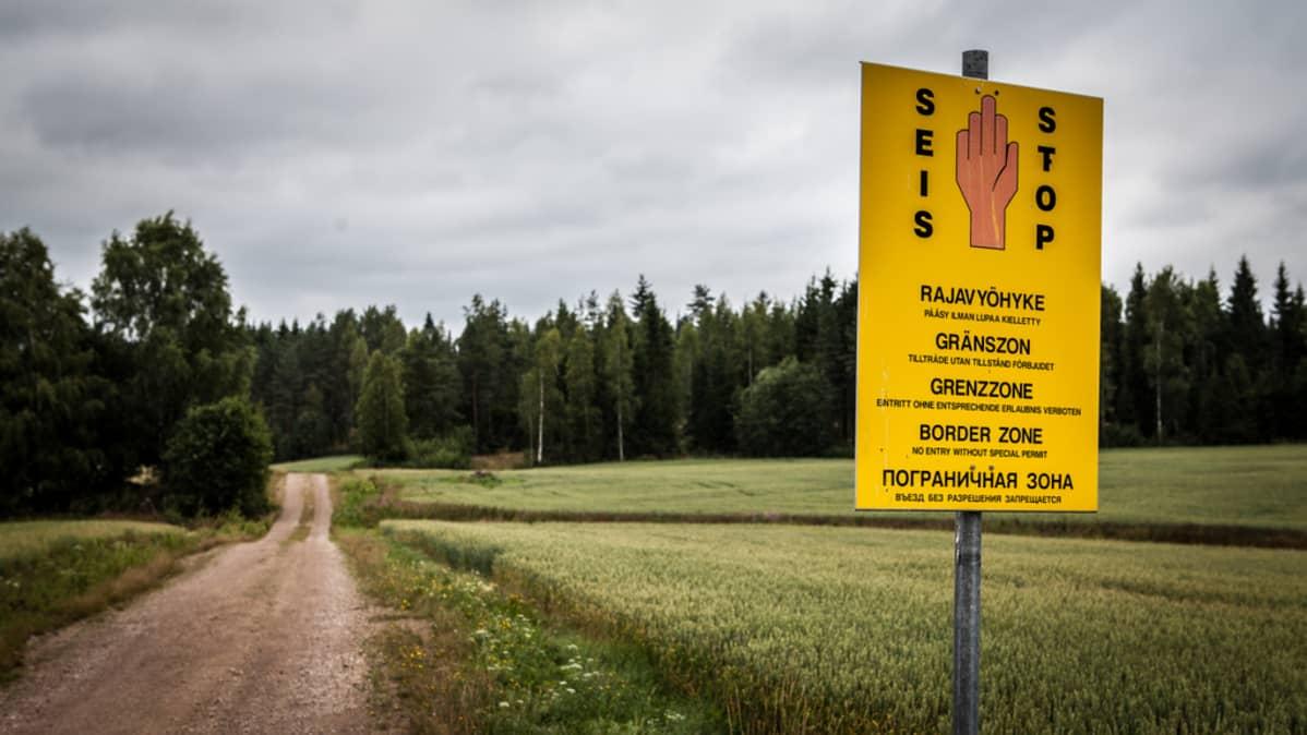 Rajavyöhyke-kyltti Lappeenrannan Ylämaalla