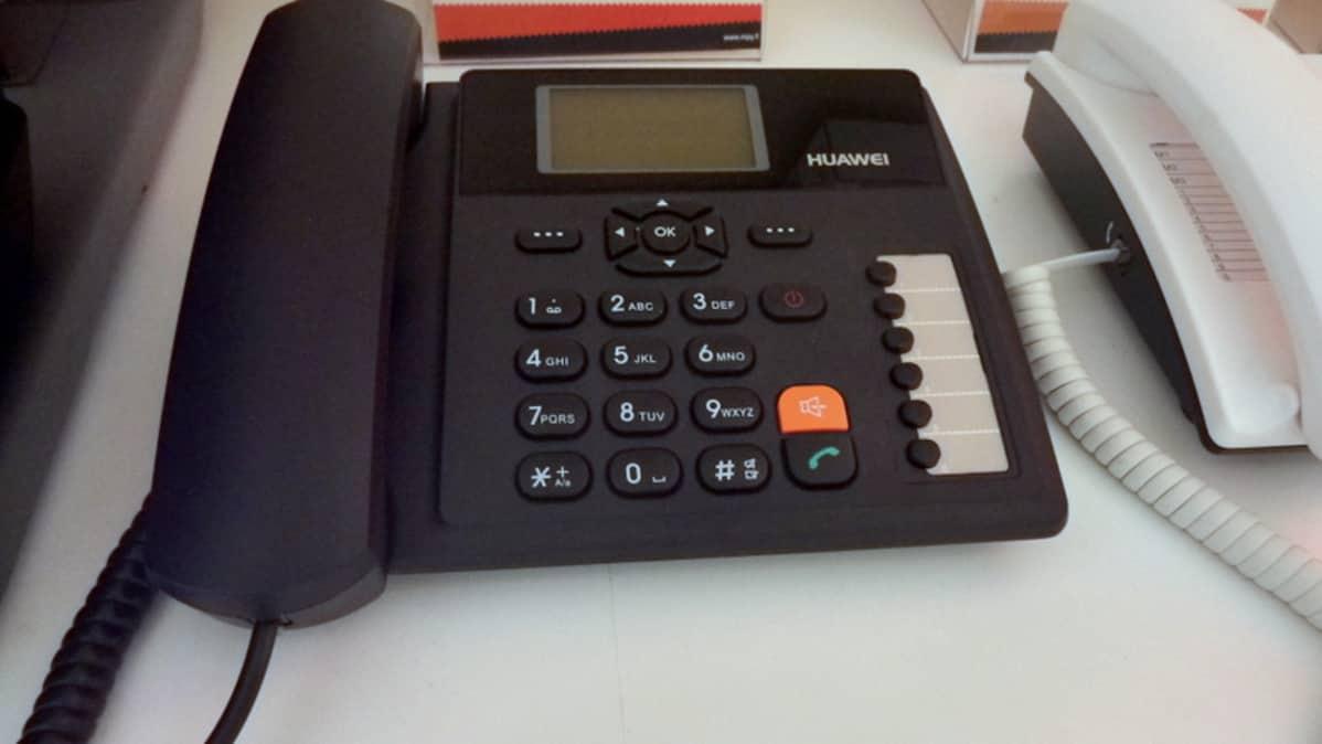 GSM-tekniikkaan perustuva pöytäpuhelin.