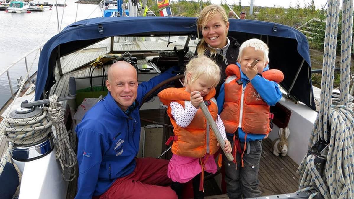 Torniolainen Ylinivan perhe purjehti maailmalla vuoden verran. Kotisatamaan perhe palasi tänä kesänä.