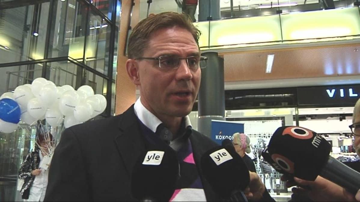 Pääministeri Jyrki Katainen Joensuun yleisötilaisuudessa.