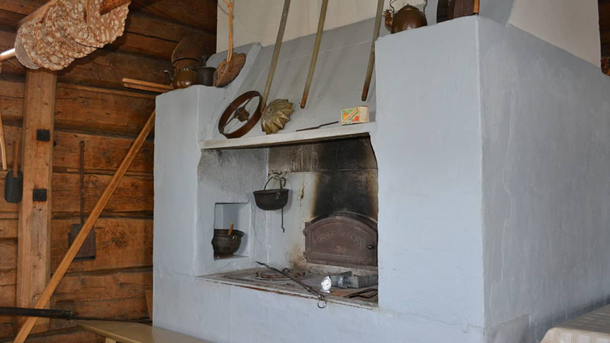 Vaalassa Lamminahon perinnetilalla on leivinuuni, jossa voi paistaa yhtä aikaa jopa nelisenkymmentä limppua.