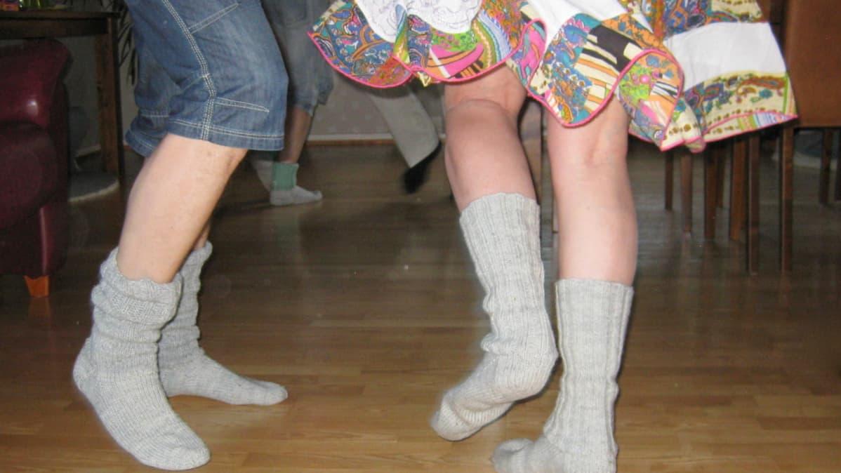 Tanssia voi vaikka villasukat jalassa