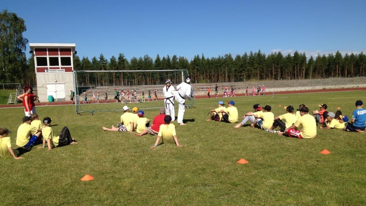Pitkäjärven urheilukenttä.