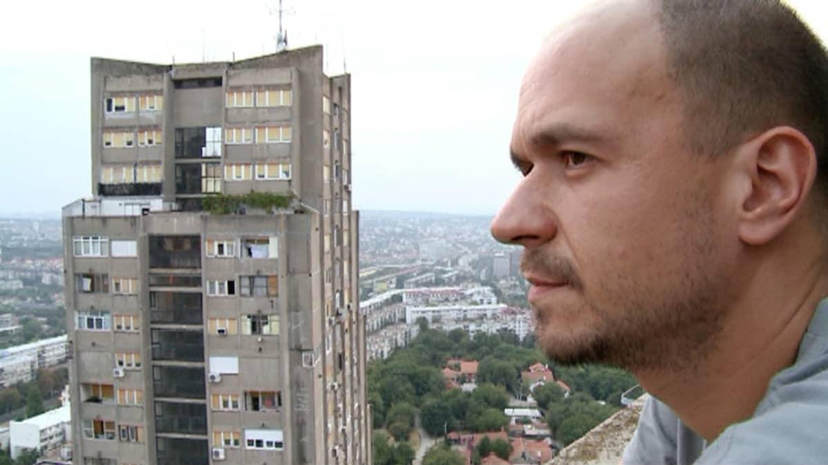 Vladimir Petkovic, 34, suunnittelee muuttavansa pois Serbiasta.