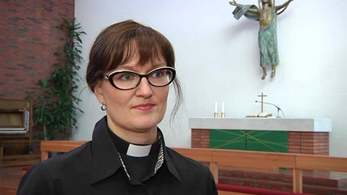 Oulujoen seurakunnan uusi kirkkoherra Satu Saarinen