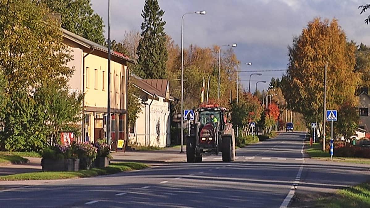 Traktori Juupajoen Korkeakoksen raitilla