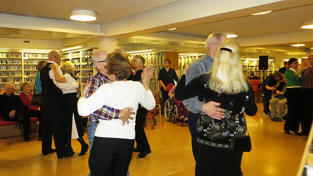 Tanssit Lapin maakuntakirjastossa