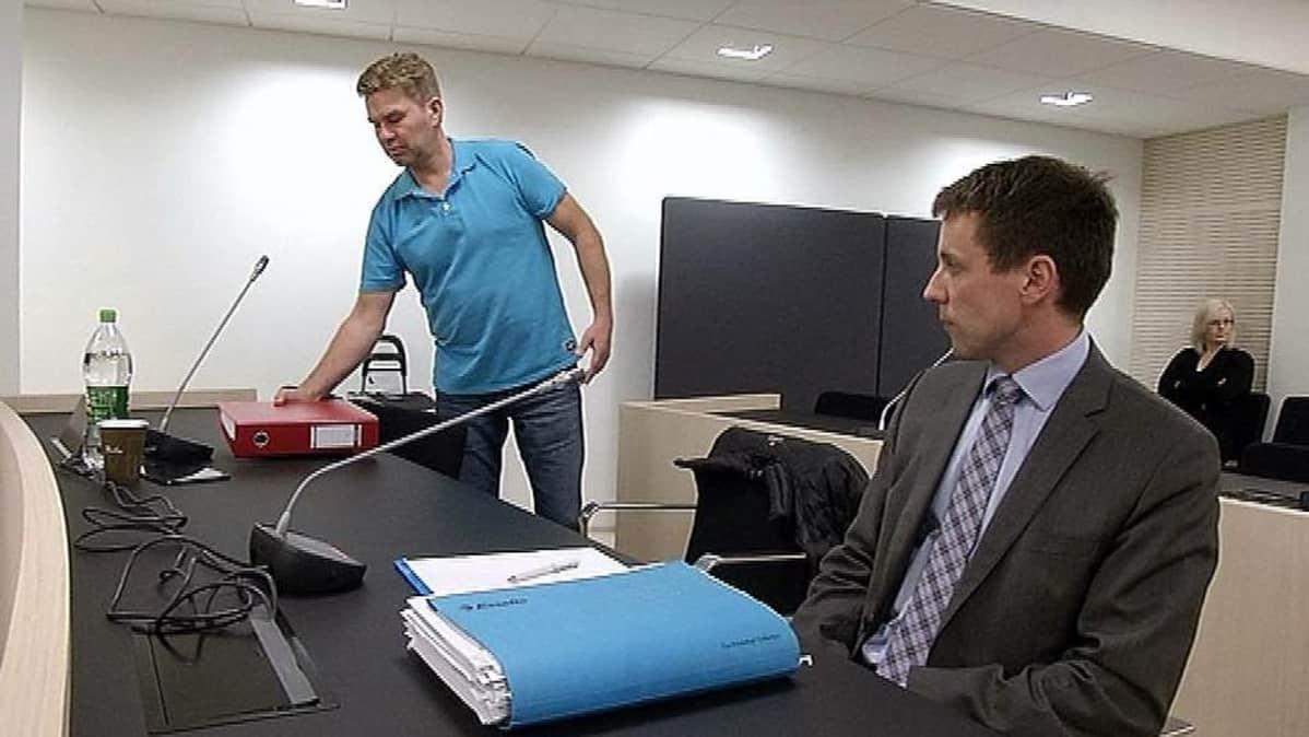 Magneettimedian päätoimittaja Juha Kärkkäinen Ylivieska-Raahen käräjäoikeudessa 30.9.2013