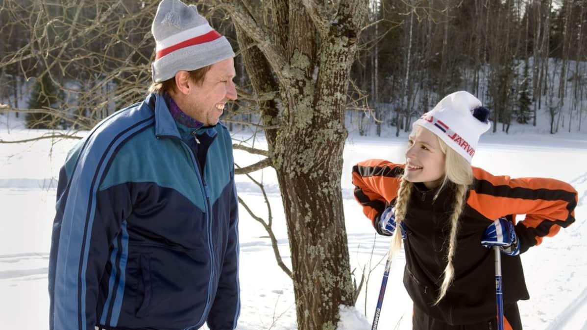 """Martti Suosalo näyttelee elokuvan """"veritankkia"""", Toivoa ja Pamela Tola huippuhiihtäjää Ainoa"""