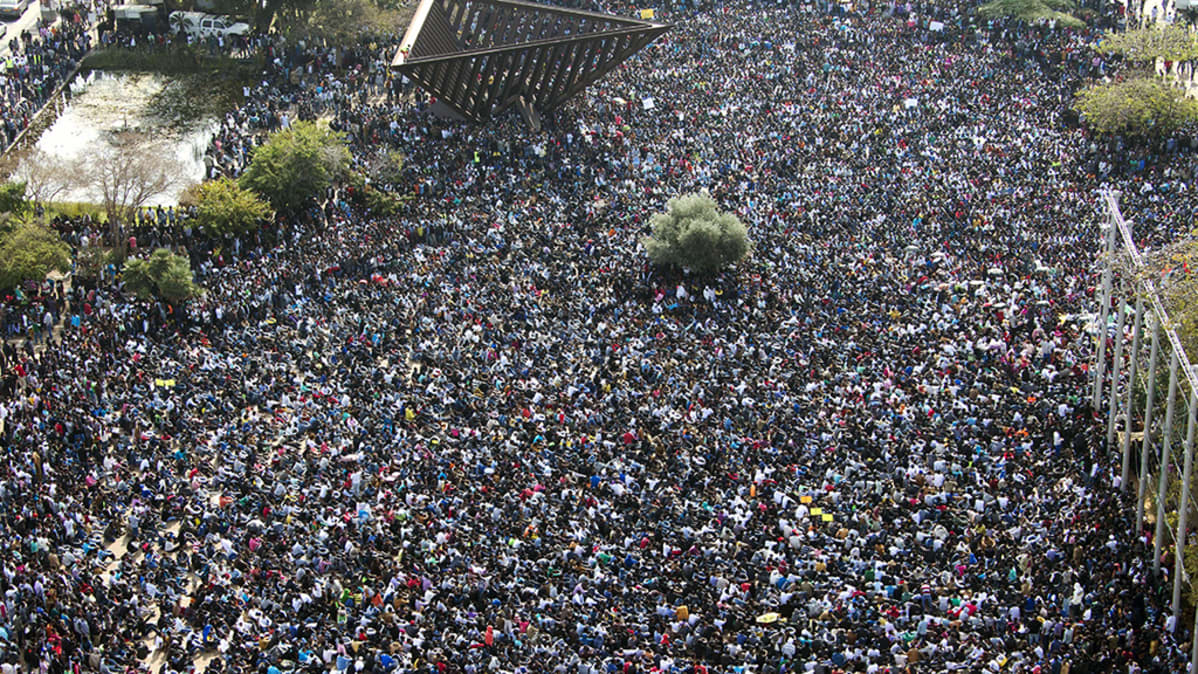 Tuhannet maahanmuuttajat osoittivat mieltään Tel Avivissa, Israelissa, tänään 5. tammikuuta 2014.