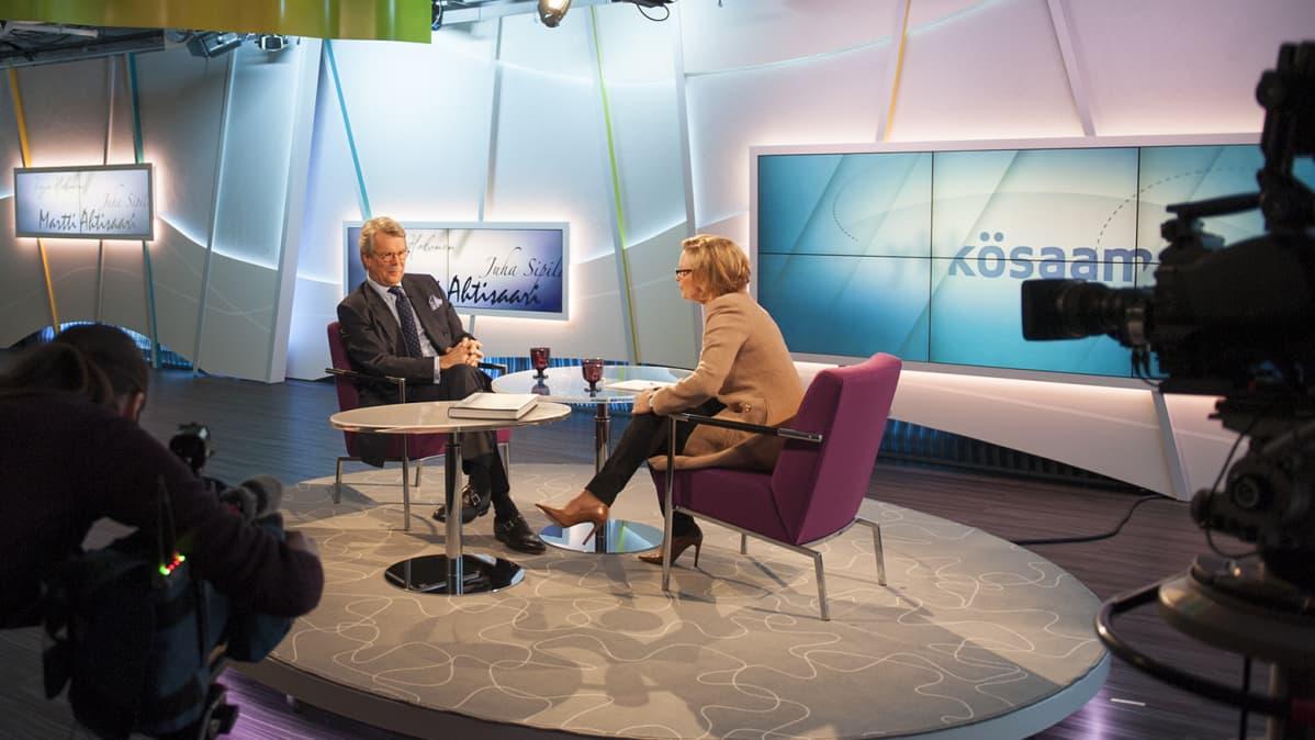 Björn Wahlroos Ykkösaamun studiossa.