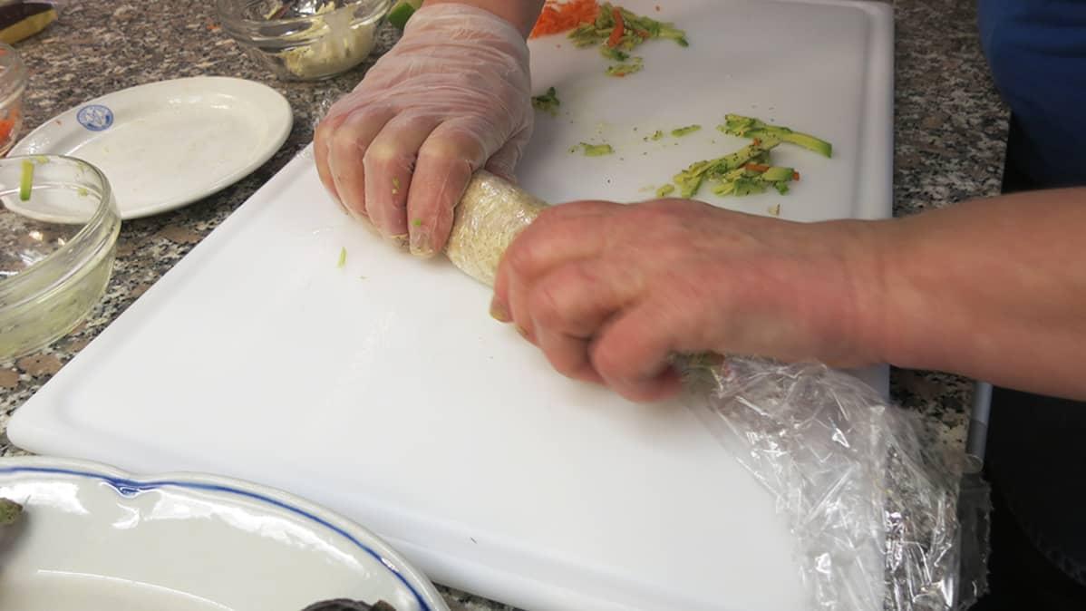 Graavilohi-tortillasushi