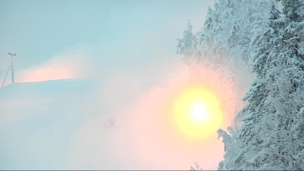Vuokatin laskettelurinnettä lumetetaan