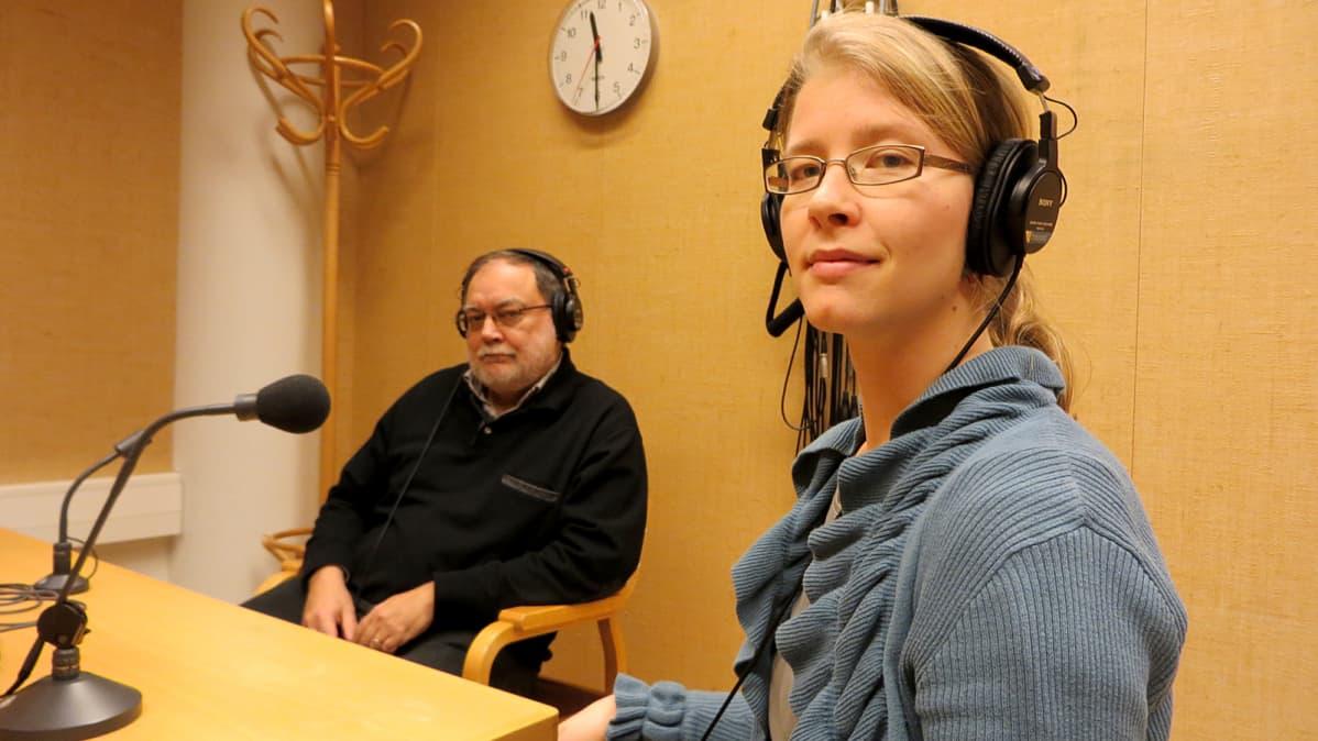Forssan Yhteislyseon äidinkielen lehtori Laura Mäkelä ja Wahren-opiston rehtori Jukka Nummelin.