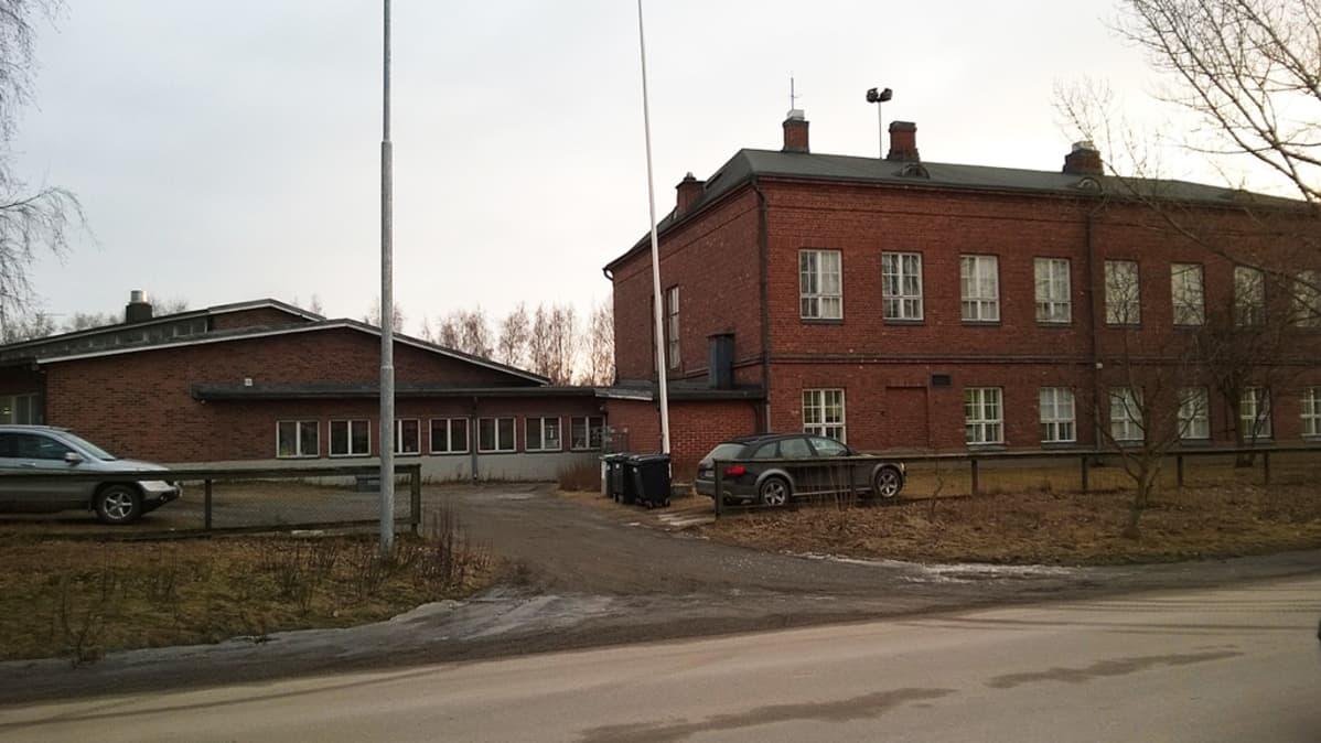 Kuvassa Ykspihlajan koulu