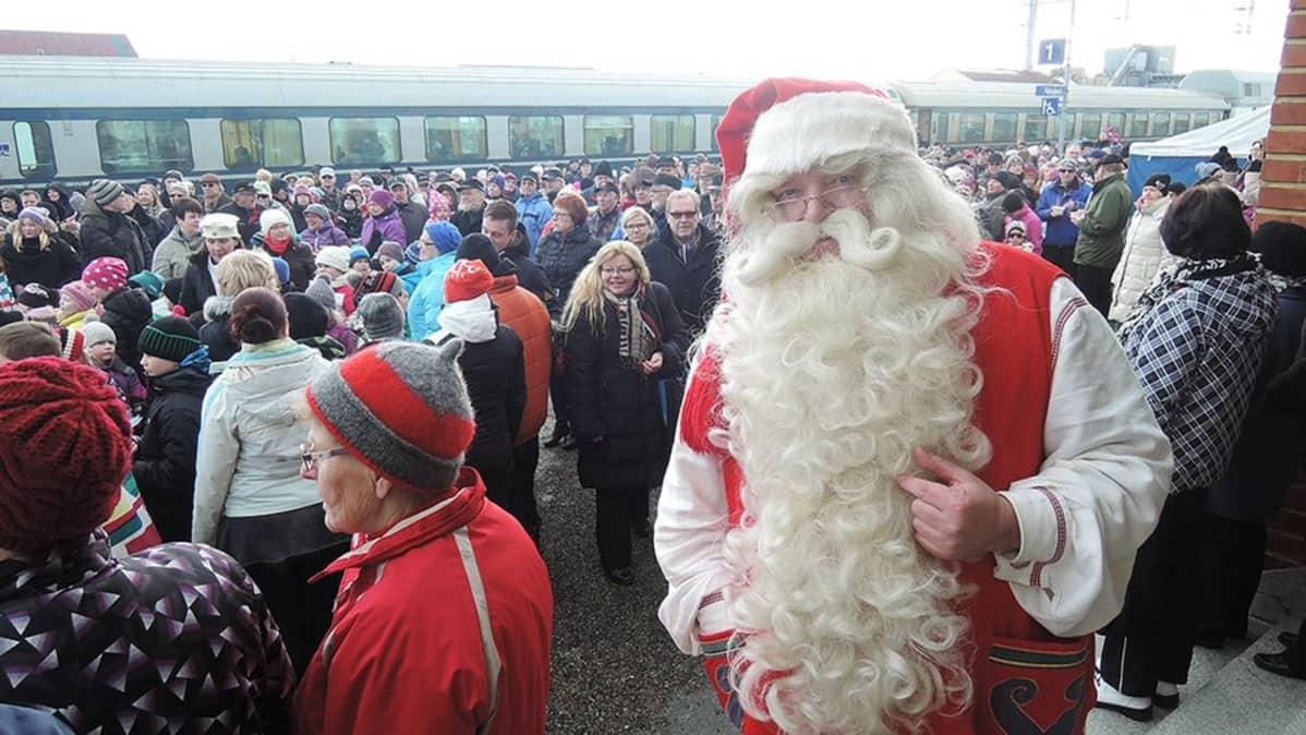 Joulupukki Kemijärvi junajuhla