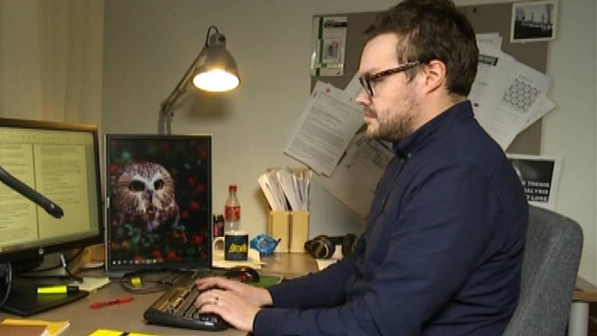 Tutkija Tero Karppi.