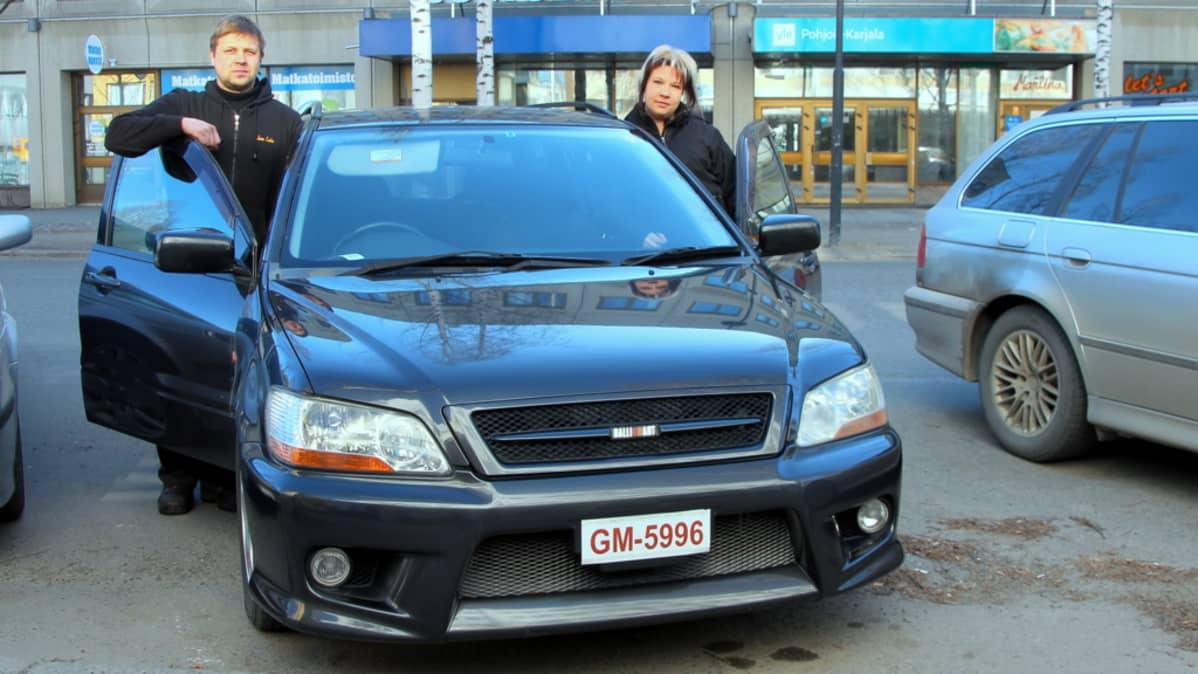 Salla  ja Jouni Seeslahti ostivat netin kautta auton japanista