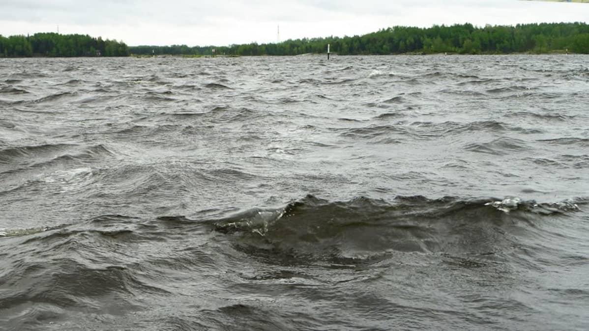 Myrskyinen aallokko