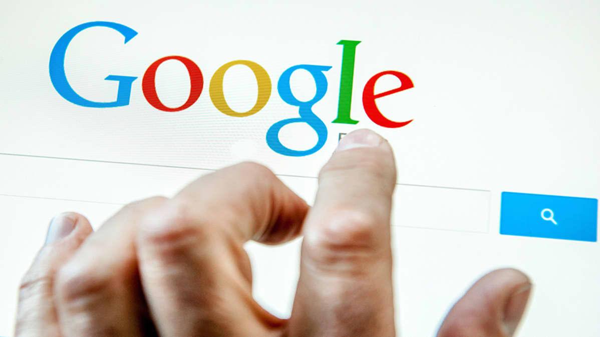 Googlen hakukone tietokoneen näytöllä.